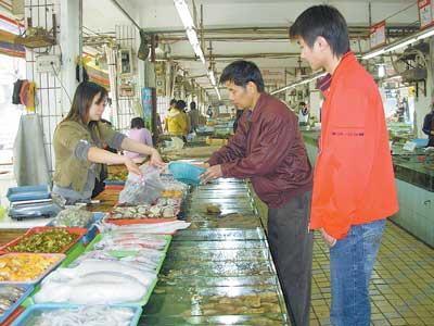 广西南宁:淡水鱼稍贵 海鲜类稳定