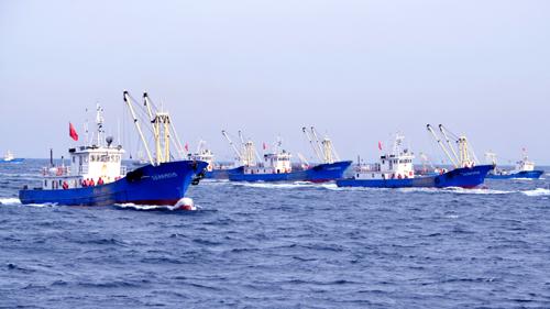 獐子岛采捕船在海洋牧场上耕耘