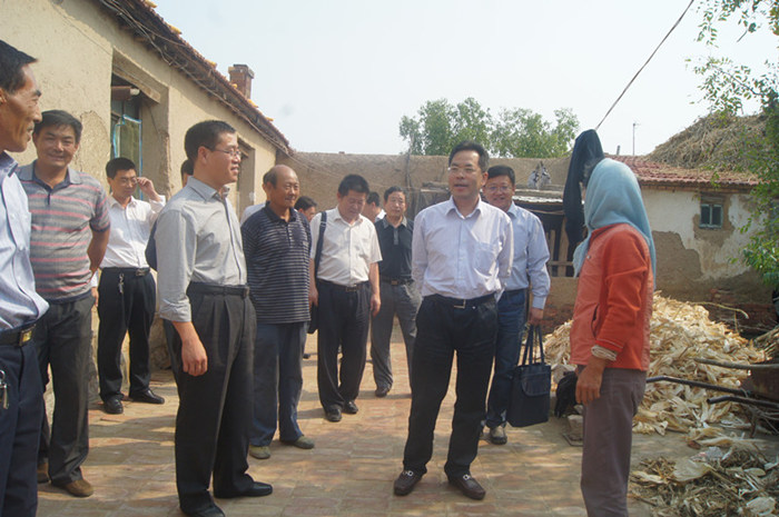 山东省海洋与渔业厅姜清春副厅长来无棣慰问贫困户