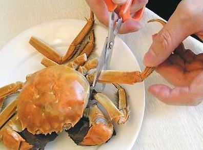 吃大闸蟹的步骤