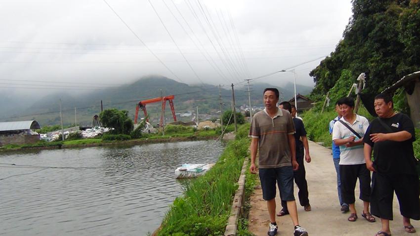 云南普洱景东县创建省级水产健康养殖示范场迎接市级验收