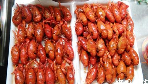 小龙虾按照单个个头重量分开出售.