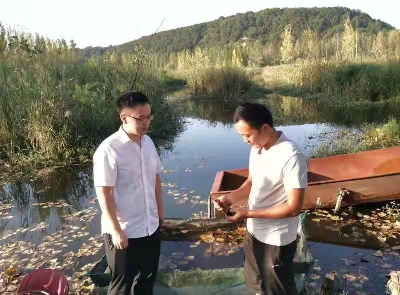 河南平顶山鲁山:小龙虾养殖遇难题,农信助力显真情