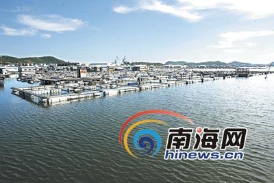 污染严重 海南三亚叫停红沙渔排