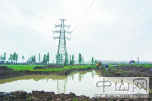 江西丰城高压线铁塔倒塌
