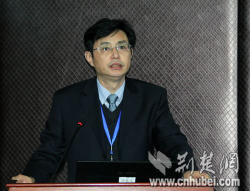 华山水产公司董事长漆雕良仁在发言中说