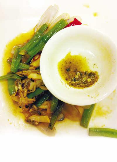 北京良友海鲜吃出一嘴沙 服务员称吃蛏子有沙很