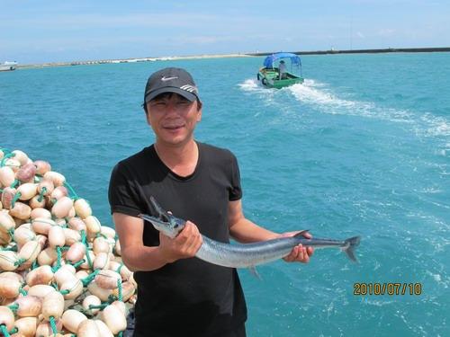 南沙水下20米密密麻麻全是鱼 海钓者的休闲圣地(图)