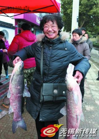江苏无锡:渔民定心市民开心 百名商报读者团回