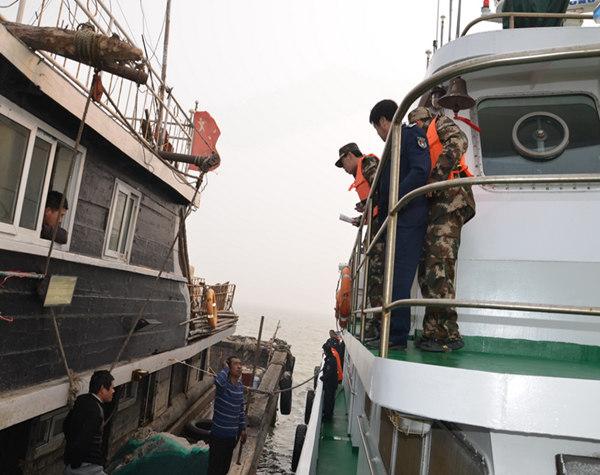 山东烟台长岛渔政整治外省跨界作业渔船