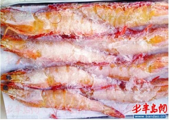 """山东青岛:3斤冰冻大虾化冰仅剩3两多 """"闹心礼盒""""很普遍"""