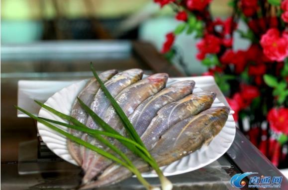 江苏南通长江刀鱼上市 最贵每斤3200元