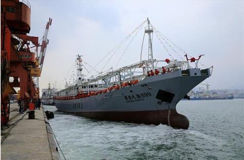 东威海3艘大型远洋渔船启程赴大西洋海域作业