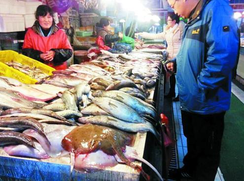 山东青岛市:春节海鲜头回不涨价 三大原因致价格低销量少