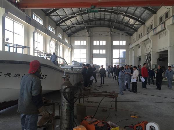 山东泰山玻璃纤维有限公司和大连海洋大学的专业教师和技术人员分别就