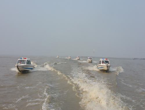 江苏高邮湖海事渔政等多部门联合开展冬季水上应急救援演练