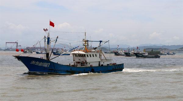 从7月10日起,对每一艘蟹笼渔船按照设计图纸装载量开展减笼割架工作