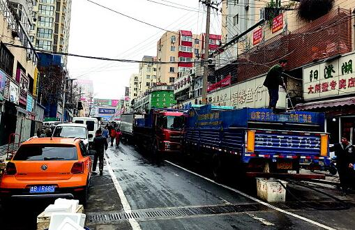 山东青岛南山市场叫停海鲜占路批发 乱停车等也要整治