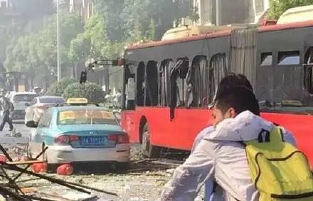 浙江杭州一野鱼馆爆炸伤亡惨重 致2死55伤市民踊跃献血