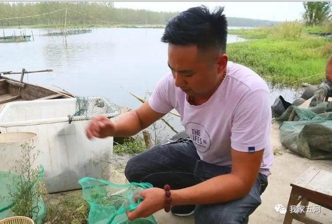 安徽五河香涧湖上的螃蟹养殖专家