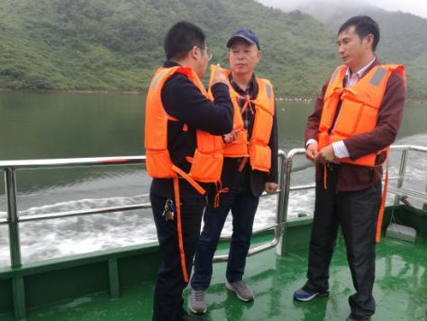 贵州省农委到红水河开展网箱养殖整治督察
