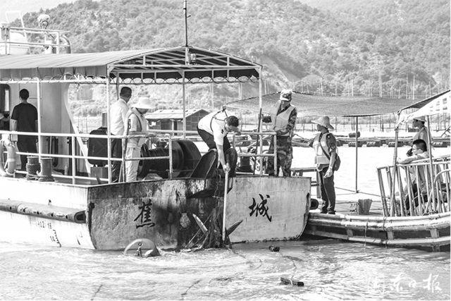 福建宁德市开展清理海上非法养殖