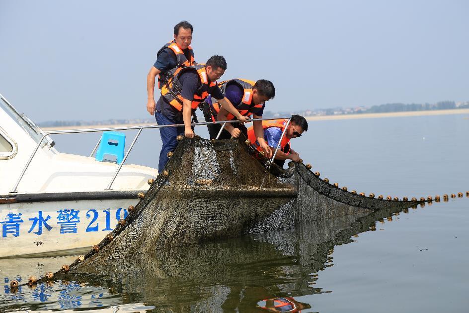 江西:打击非法捕捞 保护水域生态