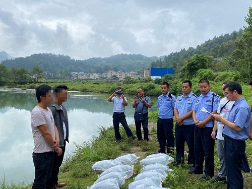 贵州镇远:非法捕捞渔获16条 恢复生态投苗1000尾