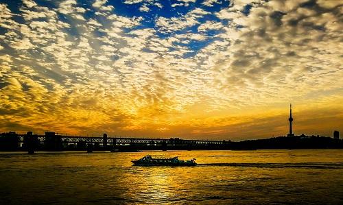 推进长江大保护, 武汉探索生态优先绿色发展新路
